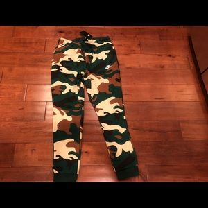 Men's Nike Joggers Camo Sweatpants Small new